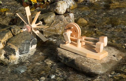 Das Hammerwerk von Spielzeug Kraul wird vom Wasserrad angetrieben