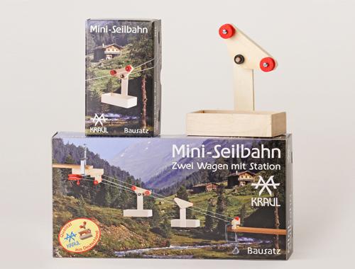 Auch mit einem Wagen fährt die Mini-Seilbahn auf den Berg.