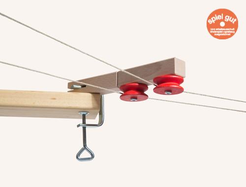 Die Umlenkrolle ist ein Bausatz aus Holz von Spielzeug Kraul