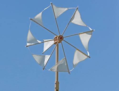 Das Windrad Wirbelwind mit naturweißen Segeln von Spielzeug Kraul
