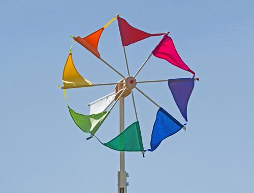 Das Windrad Wirbelwind mit bunten Segeln von Spielzeug Kraul