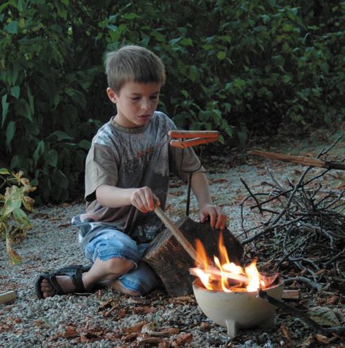 Kinderleichtes Grillen mit dem Zwergenfeuer von Spielzeug Kraul